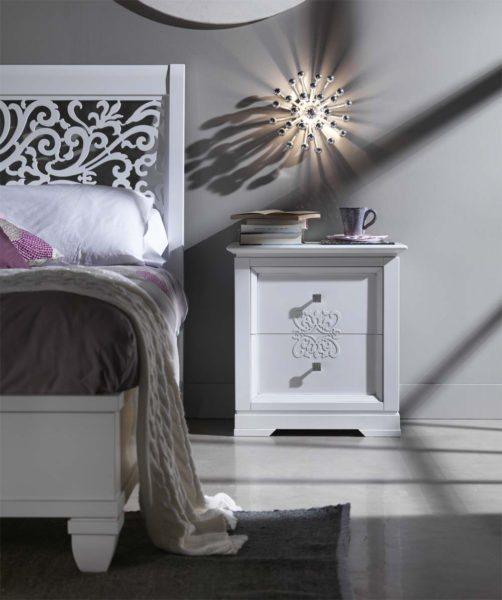 прикроватная тумба в светлой спальне